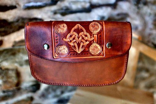 Pochette ceinture marron vieilli, motif entrelas celtes