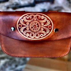 Pochette ceinture marron vieilli, motif flore