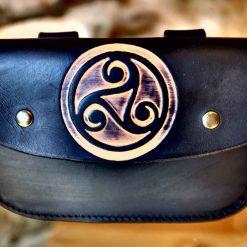 Pochette ceinture noire, motif triskel