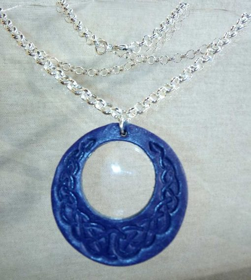 Pendentif en cuir bleu marine motif celte