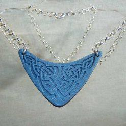 Pendentif en cuir motif celte bleu ciel